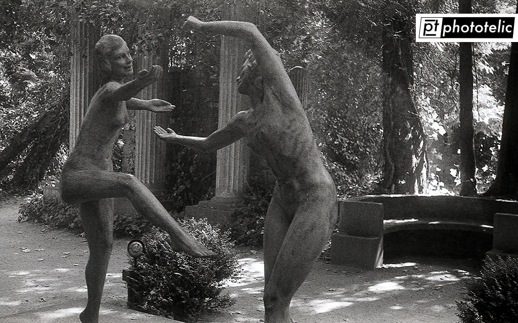 Dancing Girls Sculpture captured in Thieles Garten in Bremerhaven